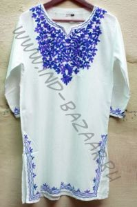 Женская индийская длинная рубашка с синей вышивкой